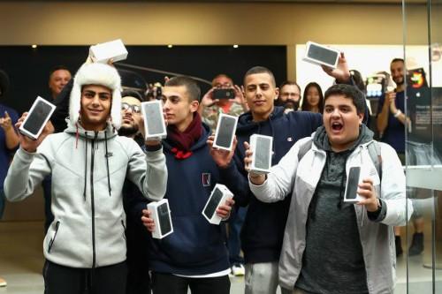Giá iPhone 7 Jet Black trên eBay tăng gấp ba lần