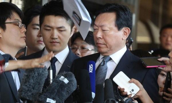 Chủ tịch bị điều tra, phó chủ tịch treo cổ: Đại gia Lotte có biến