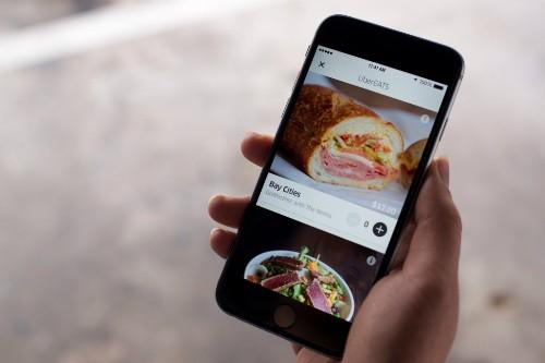 Ế khách, Uber Nhật Bản chuyển sang giao đồ ăn nhanh