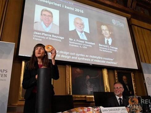 Nobel Hóa học 2016 thuộc về 3 nhà khoa học Pháp, Anh, Hà Lan