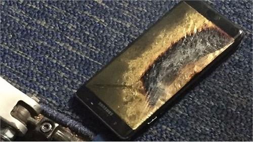 Hành khách máy bay sơ tán vì Galaxy Note 7 bốc khói