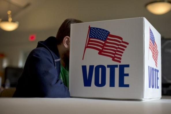 Hai đại cử tri đầu tiên tuyên bố đổi ý ủng hộ Tổng thống đắc cử Trump