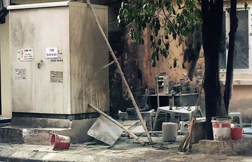 Bốt điện tại Hà Đông phát nổ bắn tia lửa vào nhiều người