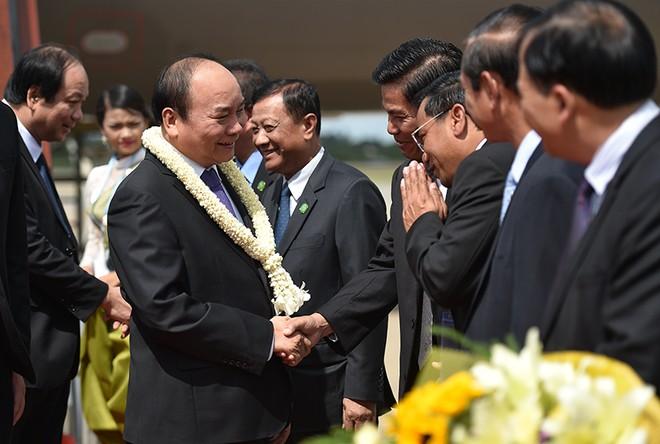 Thủ tướng tới Siem Reap dự Hội nghị cấp cao Campuchia-Lào-Việt Nam lần thứ 9