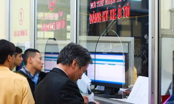Phí cấp biển xe ô tô tại Hà Nội và TP.HCM cao nhất 20 triệu đồng