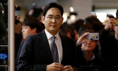 Cổ phiếu Samsung đi xuống sau tin bắt người thừa kế