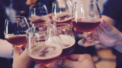 Bộ Y tế đề xuất cấm bán rượu bia ở quán karaoke