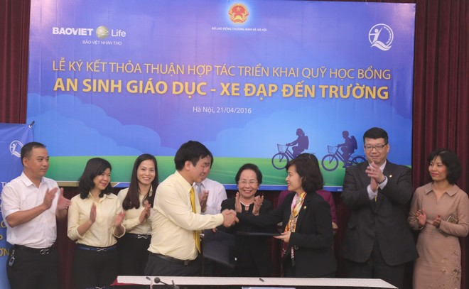 """Bảo Việt Nhân thọ chi 3 tỷ đồng cho """"An sinh giáo dục - Xe đạp đến trường 2016"""""""