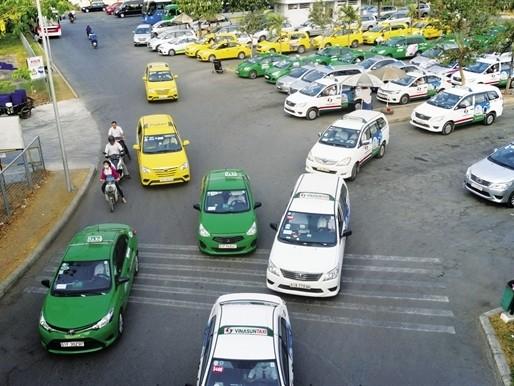 """Vinasun úp mở về đòn """"hồi mã thương"""" với Uber và Grab"""