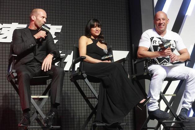 """""""Fast & Furious 7"""" lập kỷ lục phòng vé, dự báo doanh thu 1,37 tỷ USD"""