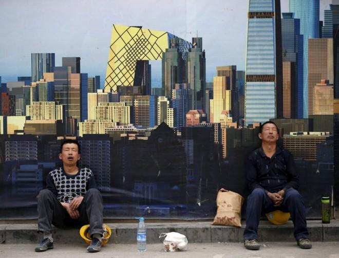 """Trung Quốc giảm lãi suất lần thứ 6 trong năm, Fed buộc phải """"cân nhắc"""""""