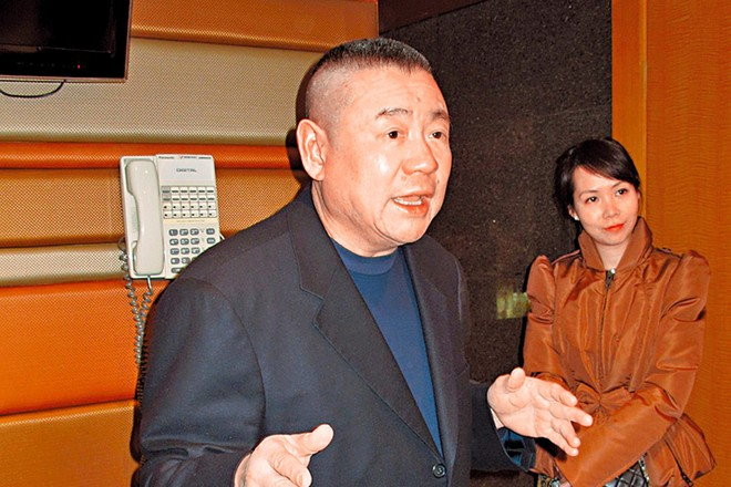 Tỷ phú Hồng Kông lập 2 kỷ lục trong 24 giờ
