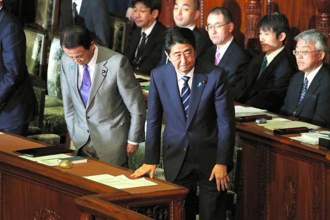 Nhật Bản hoãn tăng thuế tới năm 2019