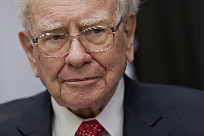 Warren Buffett công khai thuế, giáng đòn vào Donald Trump