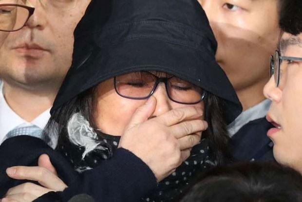 """Bạn thân Tổng thống Hàn Quốc, bà Choi Soon Sil """"ép"""" Hanjin Shipping phá sản?"""