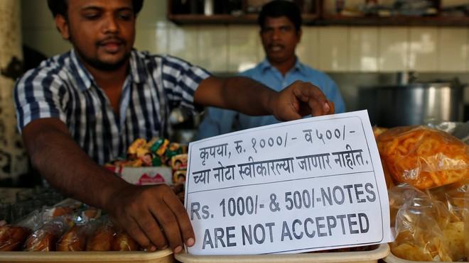 """Quyết định đổi tiền khiến Ấn Độ rơi vào """"cơn bão"""" náo loạn"""