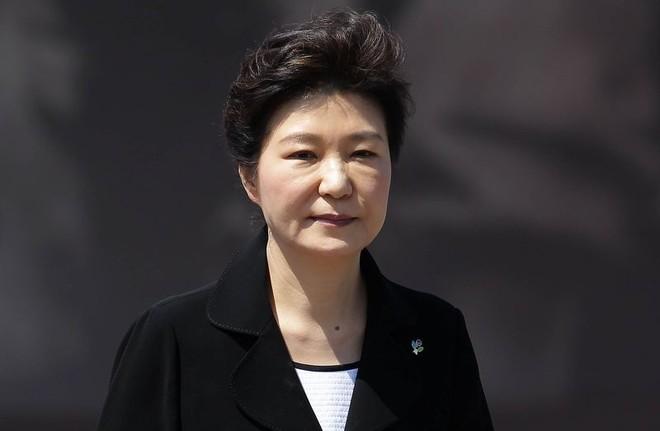 """Tổng thống Hàn Quốc bị """"điều tra như đồng phạm"""", đối mặt nguy cơ bị cách chức"""