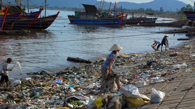 """An toàn thực phẩm và ô nhiễm môi trường làm """"nóng"""" nghị trường"""