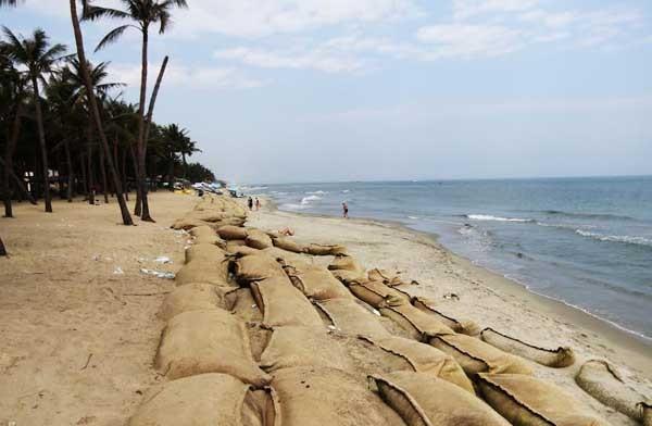 Gần 4.400 m3 cát từ cửa Đại Hội An (Quảng Nam) được chở ra Đà Nẵng